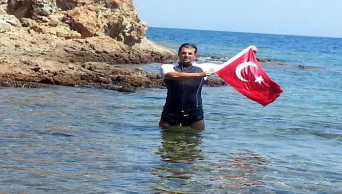 Turkish-flag-Greece-6-22-08-2015